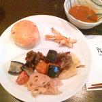 2317716 - パン/カレー/ゴーヤの煮物/茄子とトマトの焼き物/鶏肉と南京