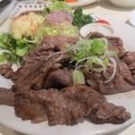 京洋食文吉 - 焼肉のボリュームがすごい!