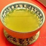 23178052 - 緑茶をいただく
