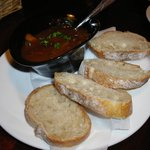 レッドウッドカフェ - お通しビーフシチューとパン