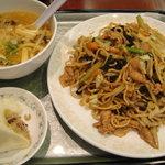 赤坂 ふーちん - 上海焼きそばセット(酸辣湯、肉まん付き)