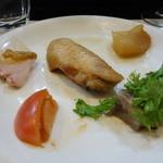 山猫軒 - 鯛の刺身に鯛の塩から、桜チップでスモークされた絶品の手羽先、干し数の子等々