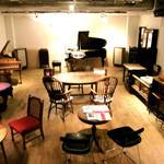 23180957 - チェンバロとピアノのある空間。照明は明るめです【'13.12月】