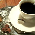 23180962 - ブレンドコーヒー500円。チョコスナック付