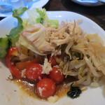 スコール - 前菜、サラダ、カレーなどのビュッフェ