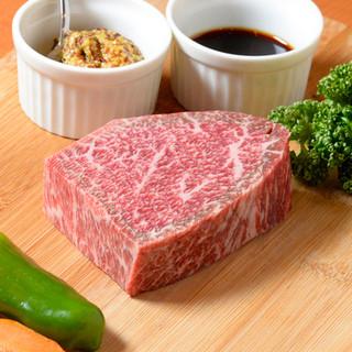 厚切り牛ロースで肉そのものの味を楽しんで