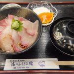 道の駅 松浦海のふるさと館 - 大ぶり丼定食 600円