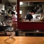 ル・コントワール・ド シャンパン食堂 - キッチンの様子。。。