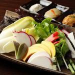 九四八 - 季節の彩り生野菜(3種のソースで)