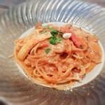 23191350 - ズワイ蟹とキノコのトマトクリームスパゲッティ