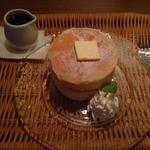 神宮苑 - しっとりふわふわ自家製厚焼きホットケーキ 620円