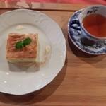 フィーカヤンソン - リンゴンベリーティー&リンゴケーキ650円