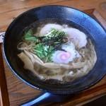 らーめん屋 あやきよ - あっさりらーめん。不揃い縮れ麺、丸鶏清湯スープ\650。