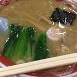 龍朋 - スープは白濁。