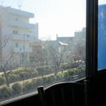 23205474 - 窓から若宮大路を望む