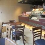 サンマルクカフェ - 入口は喫煙席