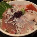 旬彩和酒 撰 - 海鮮丼・ライス大盛り ¥980