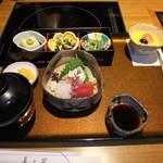 美々卯 - 美々卯御膳 2000円。まだうどんと天ぷら届いてません。