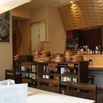桂人 かつらびと - (2013.12)とても綺麗でオシャレな店内。梅酒がたくさん並んでいるのも楽しい^^