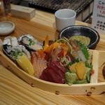 銀座じゃのめ - このボリュームで、生ガキ、ウニ、ボタン海老も入って1280円は安い!奥のはカニ味噌380円。