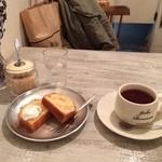JUHA - しっとりりんごのケーキ、紅茶。ケーキセット850円。