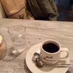JUHA - おかわりコーヒー。中煎り。300円。