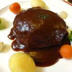 茜 - 料理写真:茜風ハンバーグステーキ ¥870