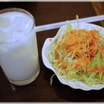 2322548 - ラッシーと野菜サラダ