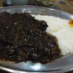 AKAI TORI - 黒カレーはコクがあり、見た目と違って優しい味です