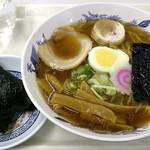 札幌市役所本庁舎食堂 - 正油ラーメン_400円、おにぎり_120円