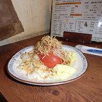 やきとり魂朝太郎 - カリカリじゃこトマトサラダ500円