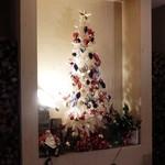 ラスティックハウス - 店内のクリスマスツリー