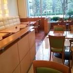 ビュッフェレストラン ラフォーレ - 内装はこんな感じで…