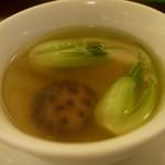 23229632 - 椎茸と青菜入りフカヒレの澄ましスープ