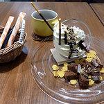 ショコラッタ - 溢れるパフェ 500円