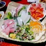 えんざ - 「おまかせ刺身の5種盛り合わせ」(鯛の松皮造り、赤貝、鯵のたたき、スルメ烏賊、勘八)