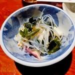 えんざ - お通し「春雨と海藻サラダ」