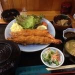 和食かたおか - ランチのエビフライ