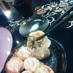 桜鈴 - 小籠包のような肉汁溢れる餃子