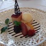 ラ・ロゼット - 12月 キャラメルとラズベリーのケーキ マロンペーストにのせたバニラアイスなど