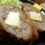 とんかつ高山 - チーズ入りメンチ