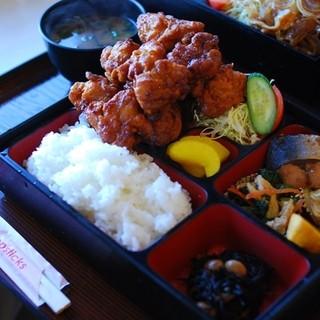 キッチン たかま - 料理写真:からあげ定食