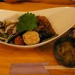 創作薬膳 TURU菊 - ステーキ丼 950円