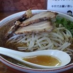 赤のれん - 醤油ラーメン大盛り(800円)