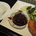 23255365 - 飯村牛のハンバーグとカキフライ(1000円)