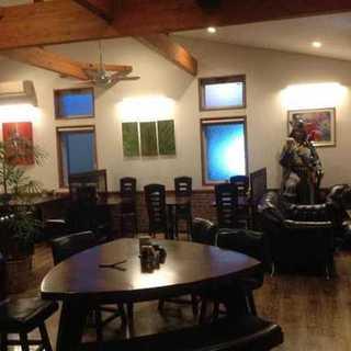 明るくオシャレなカフェ空間で、本格的な中華料理をお楽しみ頂けます