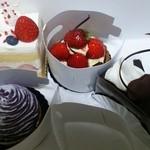 23257340 - フレジェ・タルト・ショコラ・紫芋モンブラン