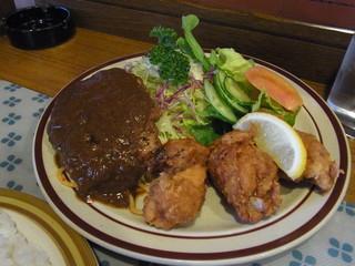昔ながらの洋食屋 鈴なり - ハンバーグとチキン唐揚げサラダ添え(650円)