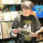 ROCKHOUSE70 - お客さんの気分や状況に応じて、レコードのリクエストに応えてくれるマスター。
