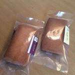 葡萄屋kofu - 料理写真:レーズンサンド(150円)とレーズンバターサンド(150円)